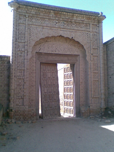 a-monumental-entrance-of-drawar-qila