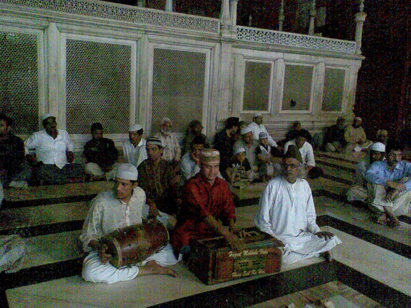a-transcendental-evening-at-nizamuddin-awliya-delhi
