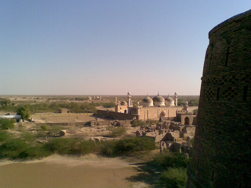 a-typical-mughal-mosque-near-drawar-qila