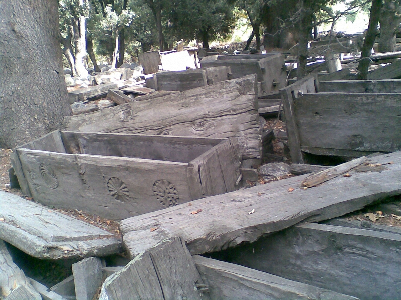 graveyard-of-kalash-people-of-chitral